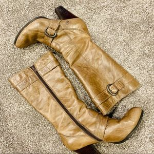 {BORN} Crown Heeled Brown Boots